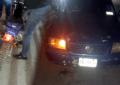 Choca automóvil contra motocicleta sobre la avenida Las Quintas
