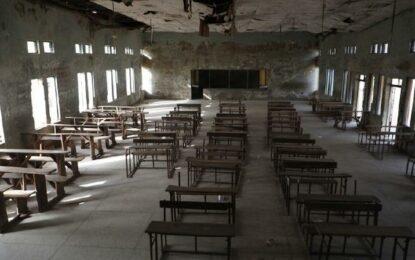 Liberan 42 rehenes en Nigeria; 317 niñas siguen secuestradas