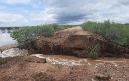Se derrumba camino a comunidad de Agua Fría, en Allende