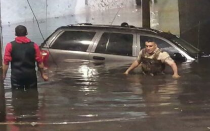 Murió tras ahogarse en su carro por intensas lluvia en Guadalajara